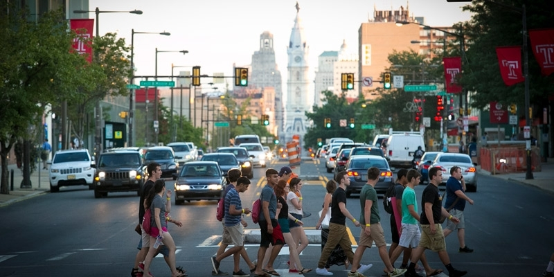 A group of student's crossing Broad Street on campus.