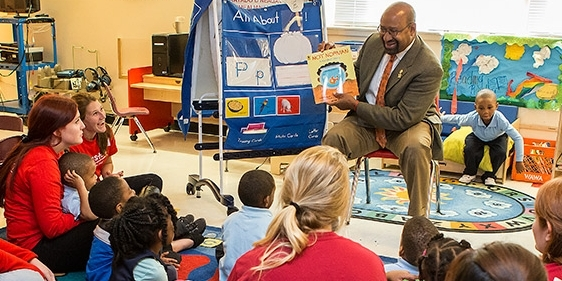 Mayor Michael Nutter reads a children's book in a Philadelphia classroom.