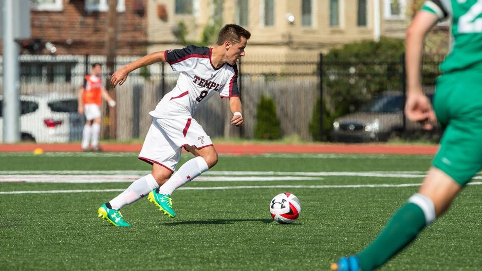 Jorge Gomez Sanchez playing soccer.
