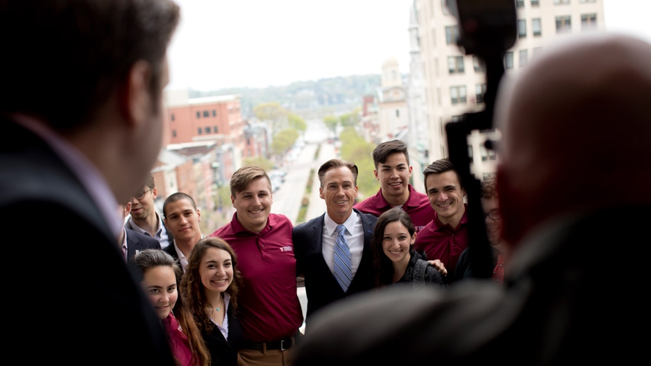 Temple students posing for a photo with Pennsylvania Lt. Gov. Mike Stack
