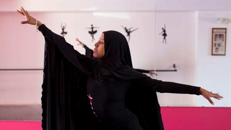 Roneisha Smith-Davis dancing