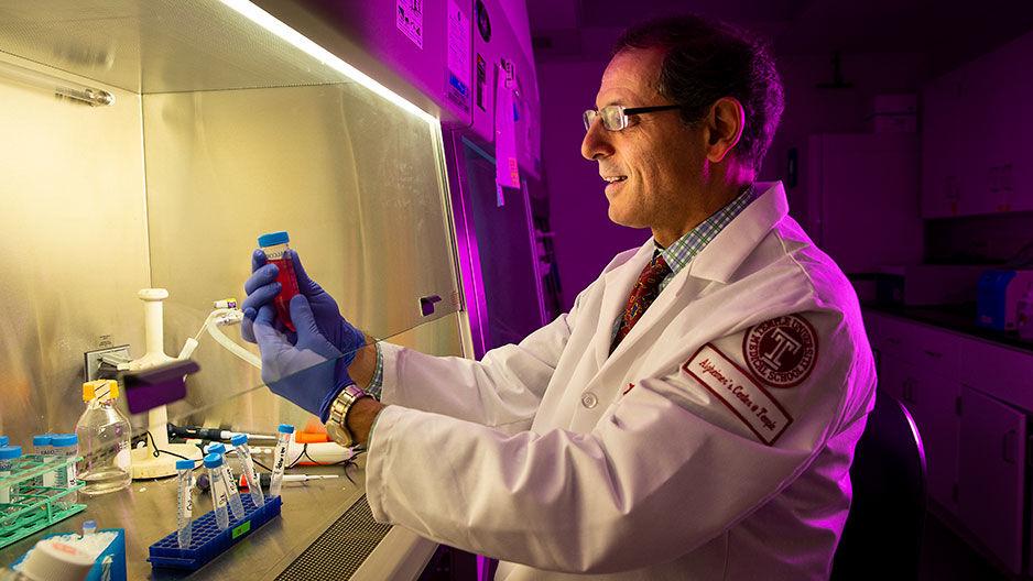 Domenico Pratico in the lab