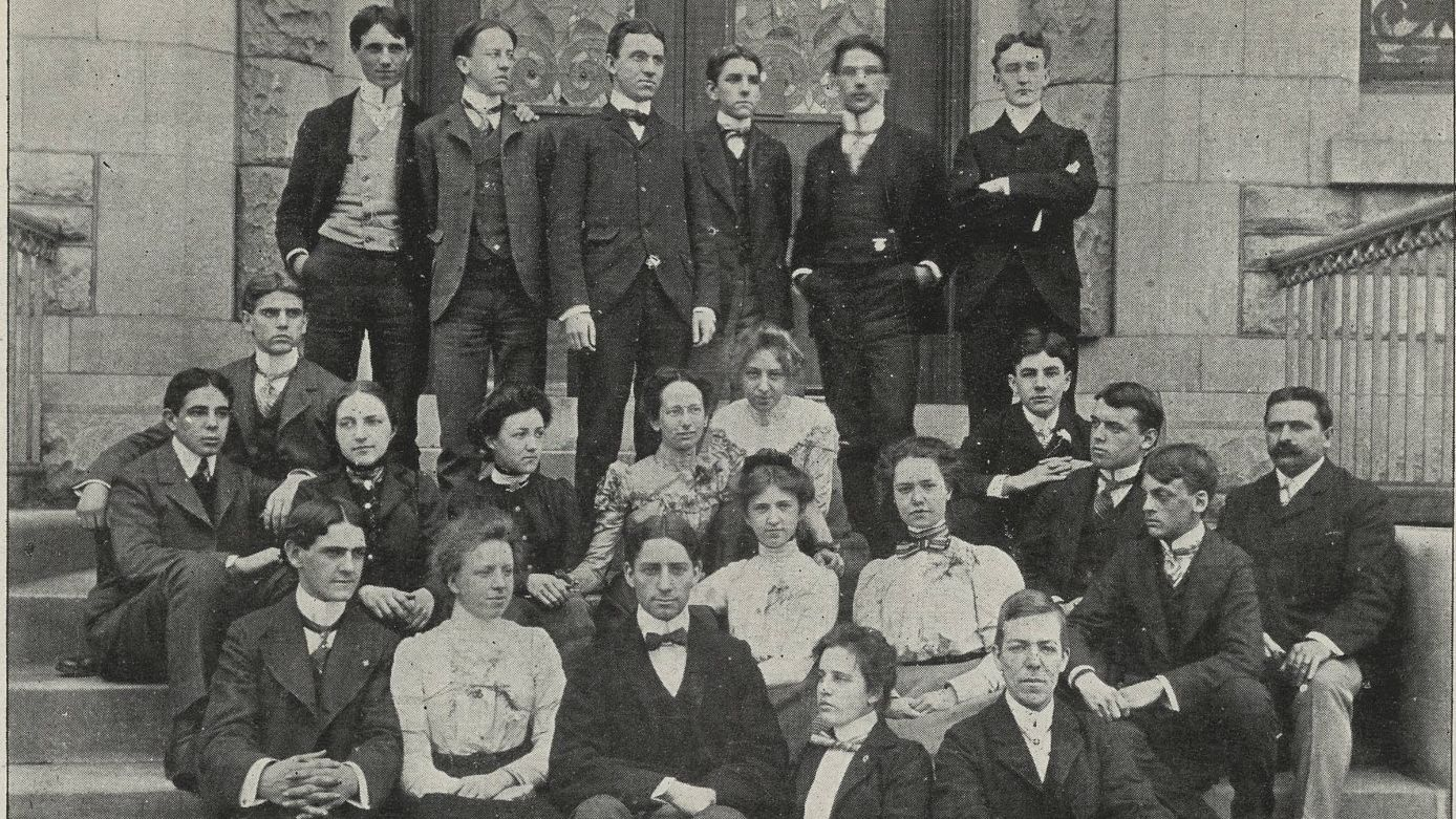 A group photo of the Class of 1900.