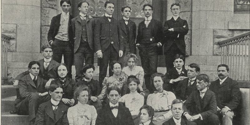 A group photo of Temple's Class of 1900.