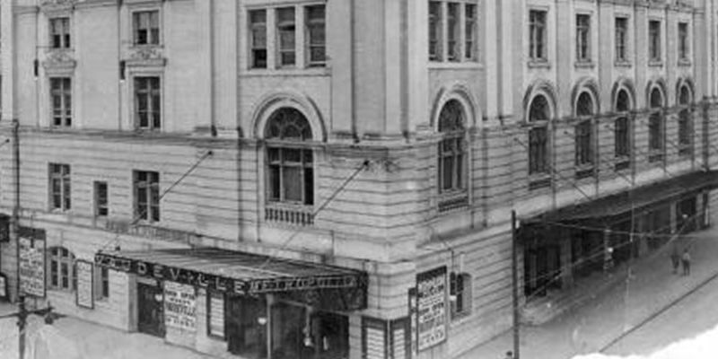 the Metropolitan Opera House on North Broad Street in 1924
