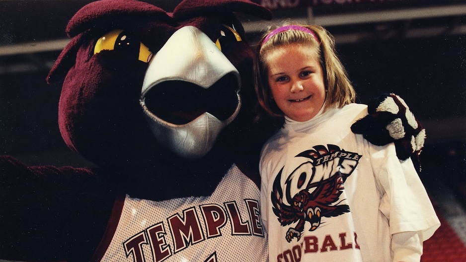 Hooter posing with 6-year-old Gabrielle Labolito.