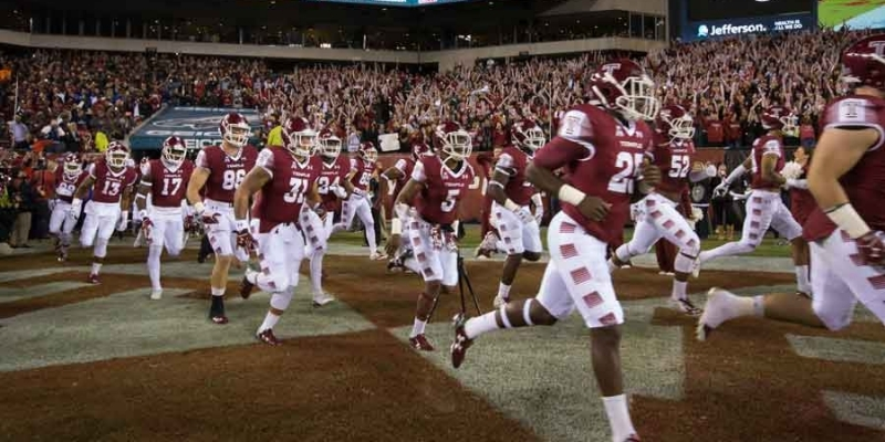 The Temple football team enters a sold-out Lincoln Financial Field